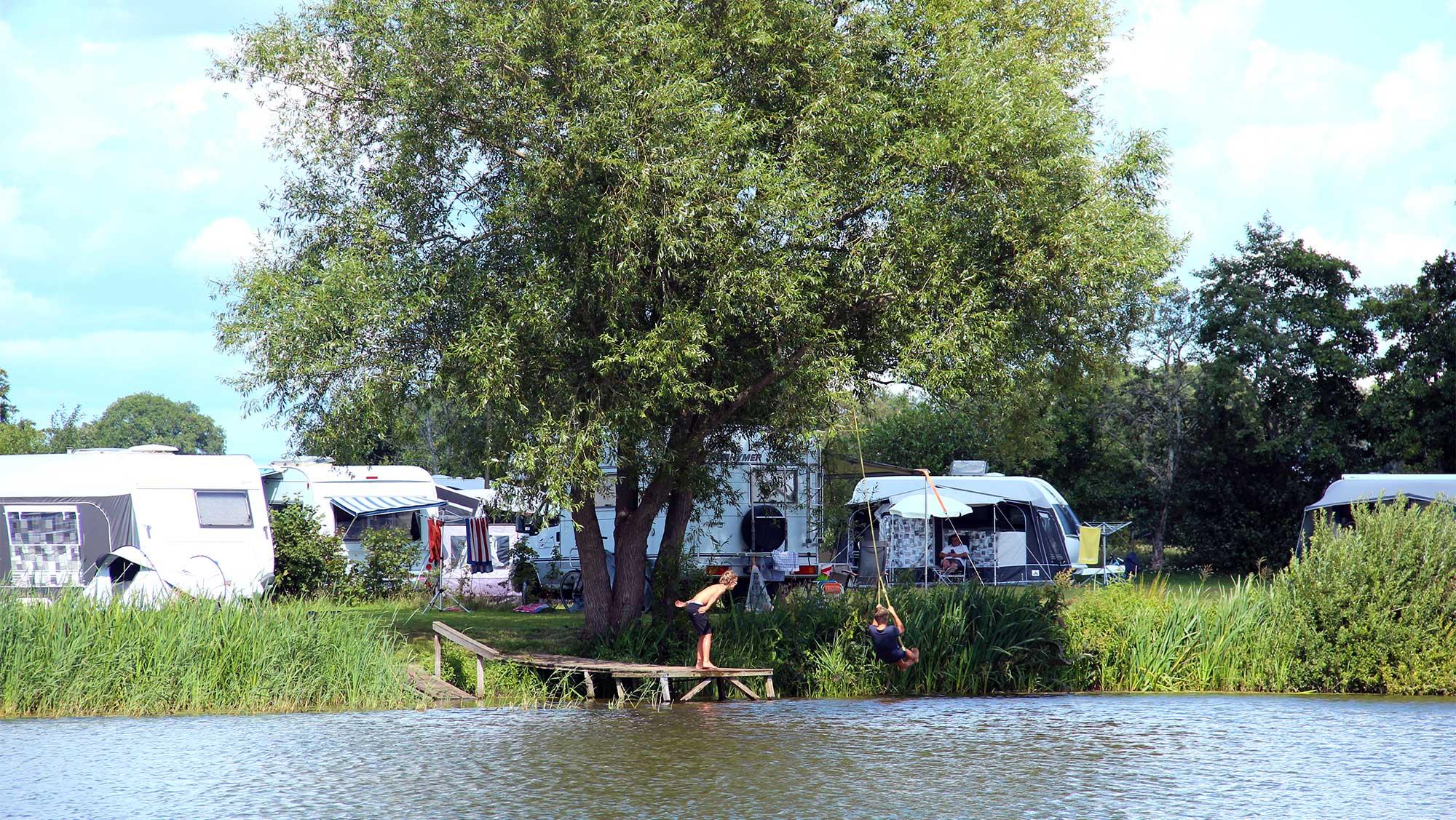 Comfortplaats bij het water kamperen Molecaten Park De Agnietenberg 03