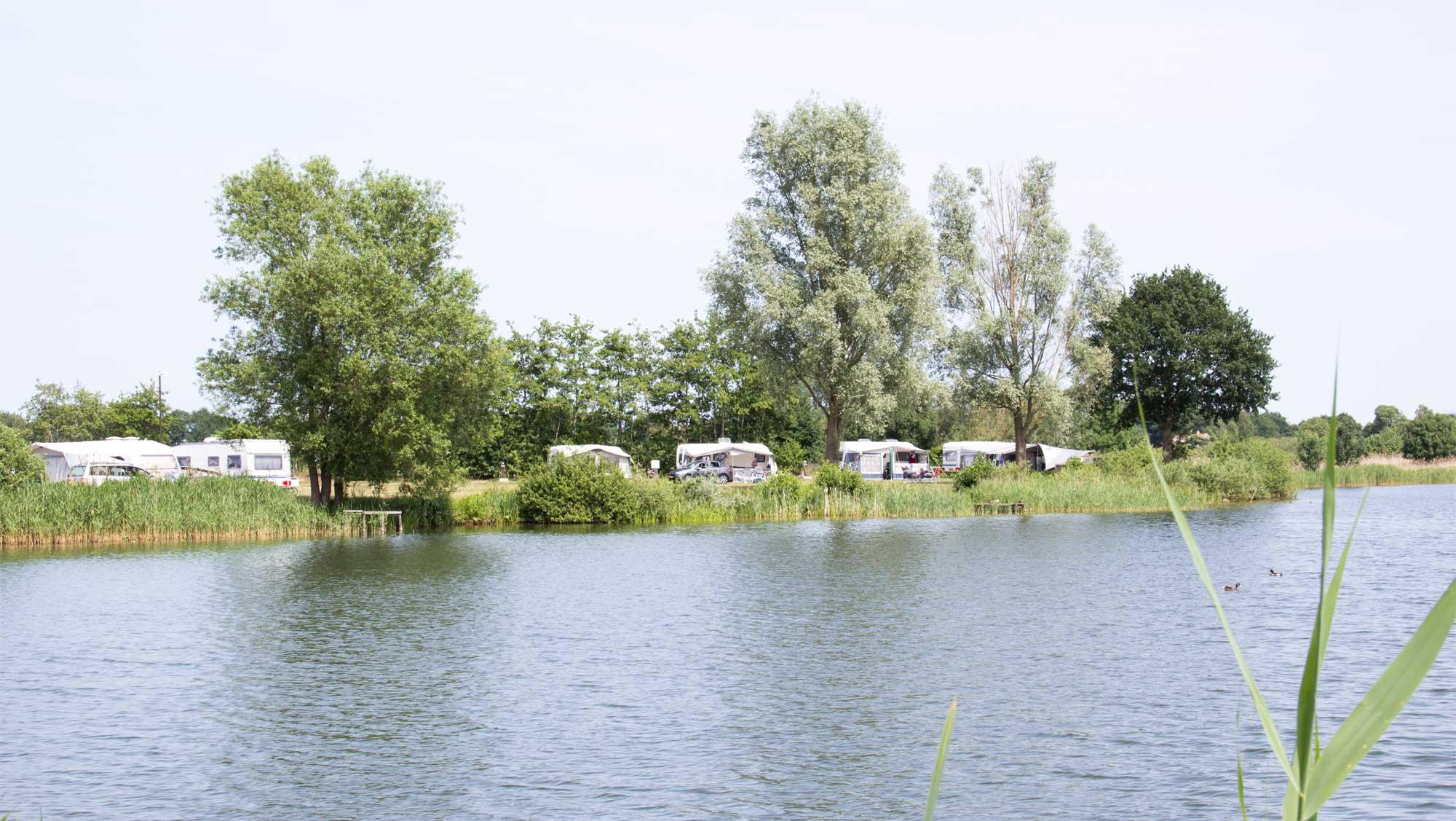 Comfortplaats bij het water kamperen Molecaten Park De Agnietenberg 02